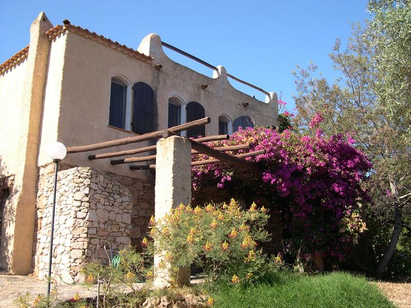 Villa a porto istana sardegna for Terrazze arredate